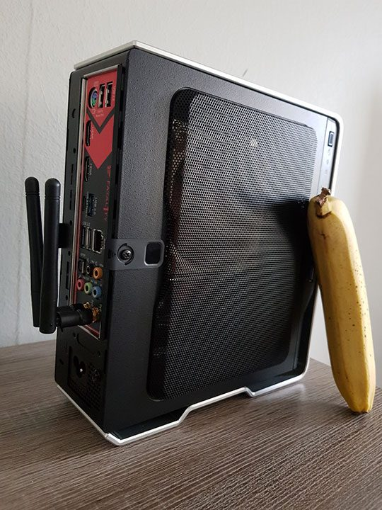 Ryzen APU Gaming PC - In-win Chopin with banana for scale